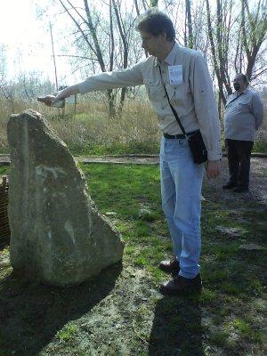 Met wird an dem steinernen Idol geopfert