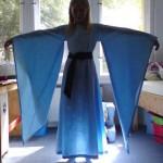 Das blaue Kleid bei der letzten Anprobe (Anklicken für größeres Bild)